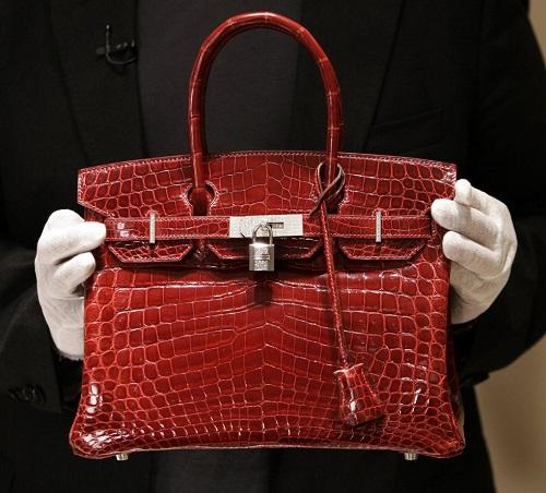 Uno de los ejemplares del bolso Birkin realizado con piel de cocodrilo