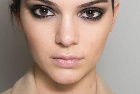 Cómo Maquillar Los Labios Delgados