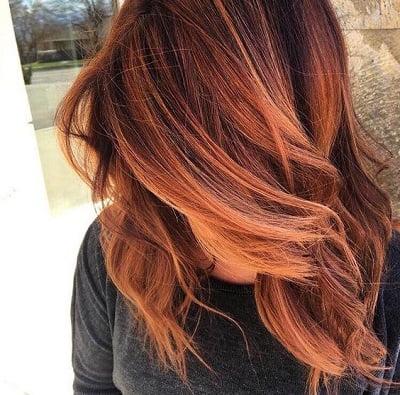 Color cobre oscuro pelo
