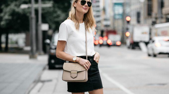 Preparada Para La Prenda De La Temporada: La Minifalda
